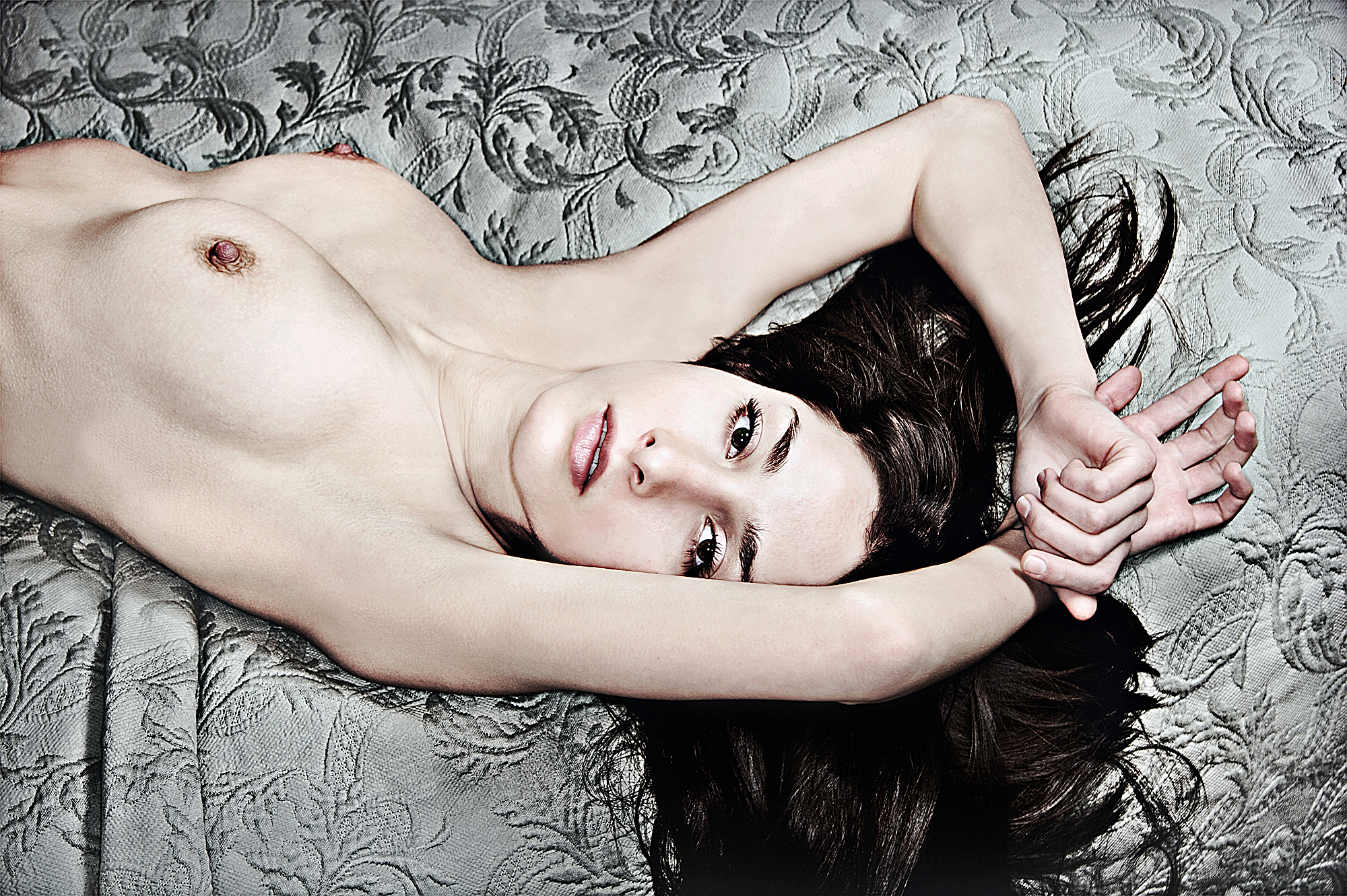 Tony_Ward_erotic_fashion_photography_muse_Isabell_Reneaux_natural_breasts_bedroom_scene_reclining