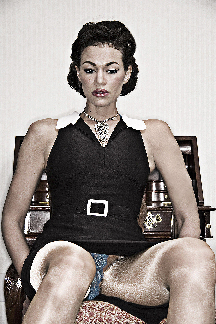 Tony_Ward_fashion_photography_vintage_Chanel_dress_Model_Shannon_Niland_necklace_vintage_jewelry_seated_upskirt
