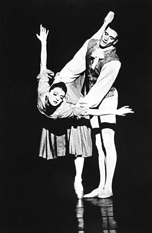 Tony_Ward_early_work_pennsylvania_ballet_philadelphia_dancers_stage_practice_point_couple_41R.jpg