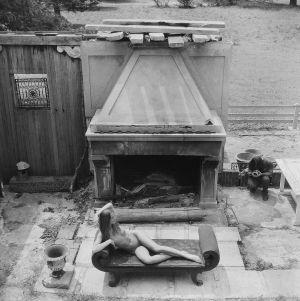 Tony_Ward_erotica_nudes_gratwicks_new_york_1977_model_Jane_outdoor_erotica.jpg
