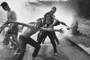 Tony_Ward_photography_fire_hydron_cooling_off_kids_playing_hot_summer_day.jpg