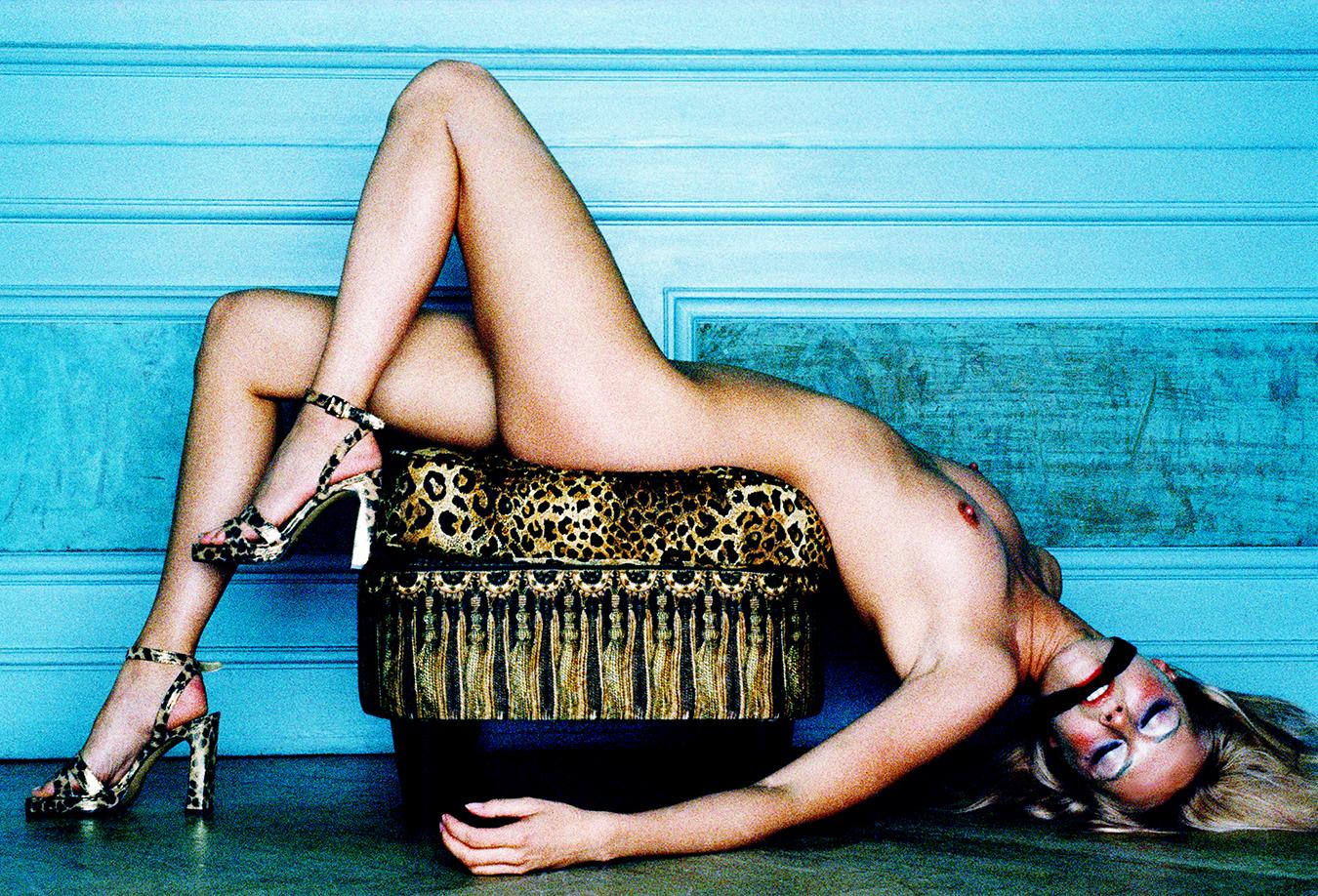 Tony_Ward_erotic_fashion_photography_model_Andrea_Suwa_nude_gagged_erotic_Max_magazine_Hamburgm Germany