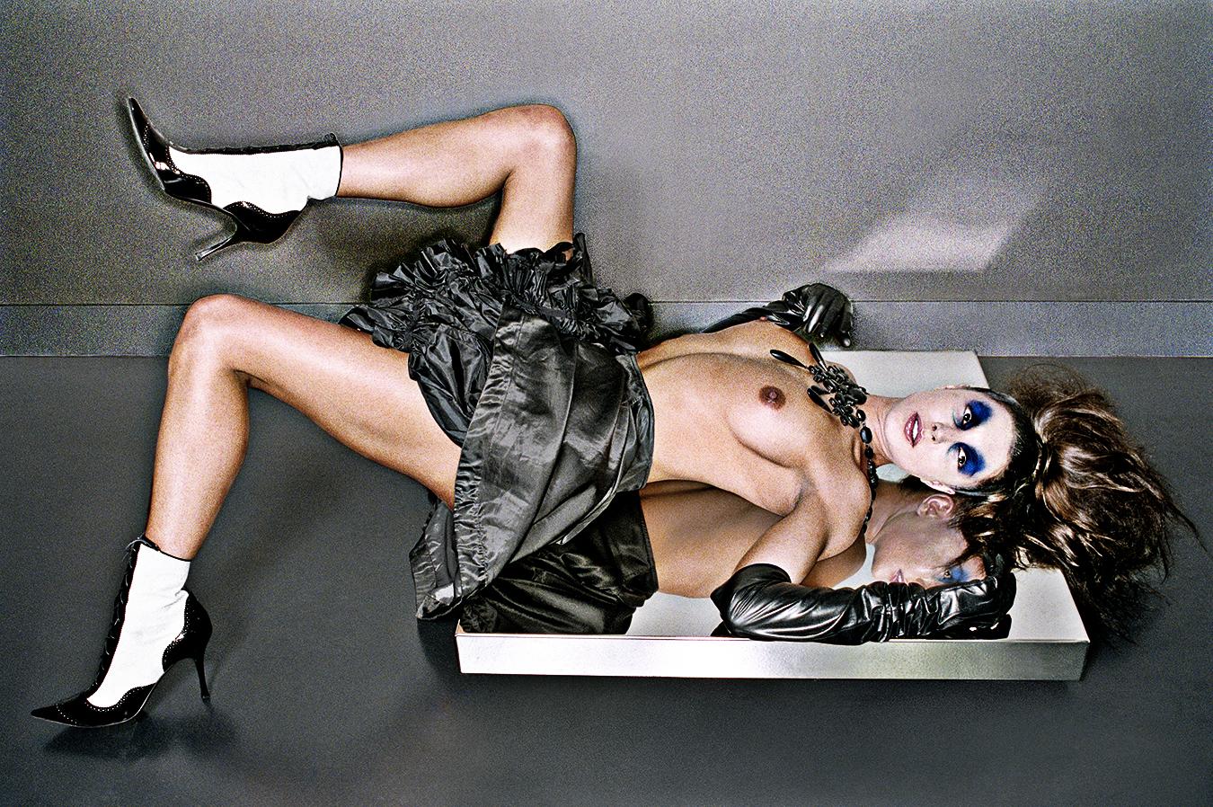 Tony_Ward_erotic_fetish_fashion_photoraphy_Blend_magazine_Amsterdam_bondage_art_shirburu_body_airbrush_painting_boots_topless_asian_women
