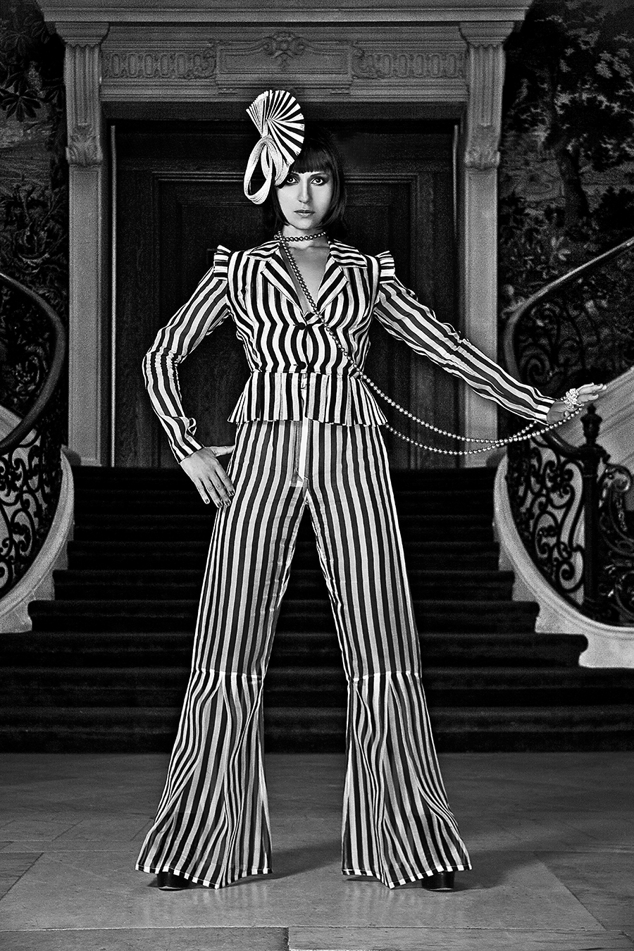 Tony_Ward_fashion_photography_German_Cosmospolitan_stripes_black_white_hats_elegant_interiors_mannequins