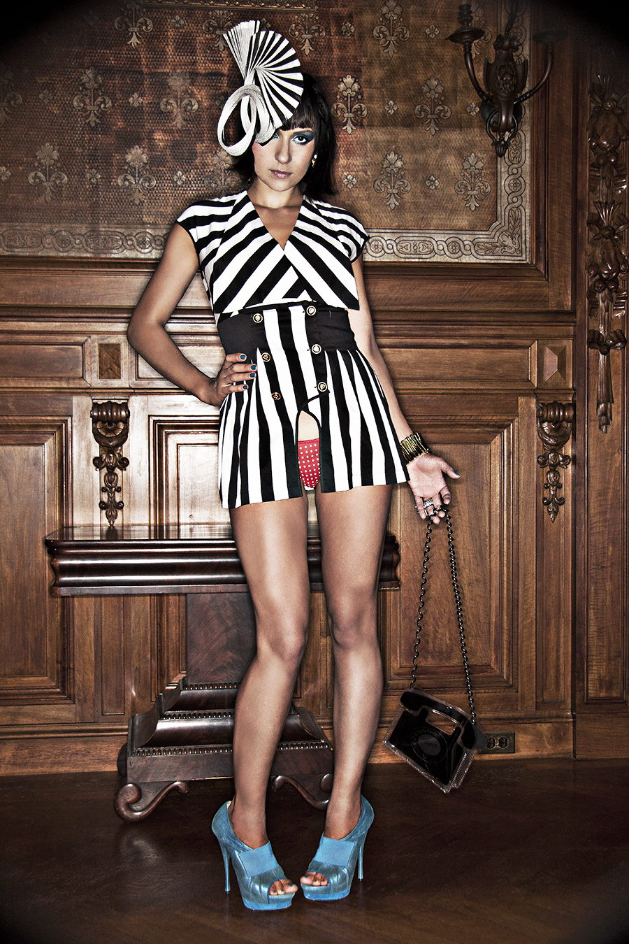Tony_Ward_fashion_photography_German_Cosmospolitan_stripes_blue_heels_handbags_legs