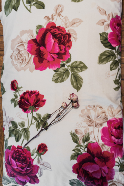Tina-Captivity-Apartment-Objects-Pillow-Flower