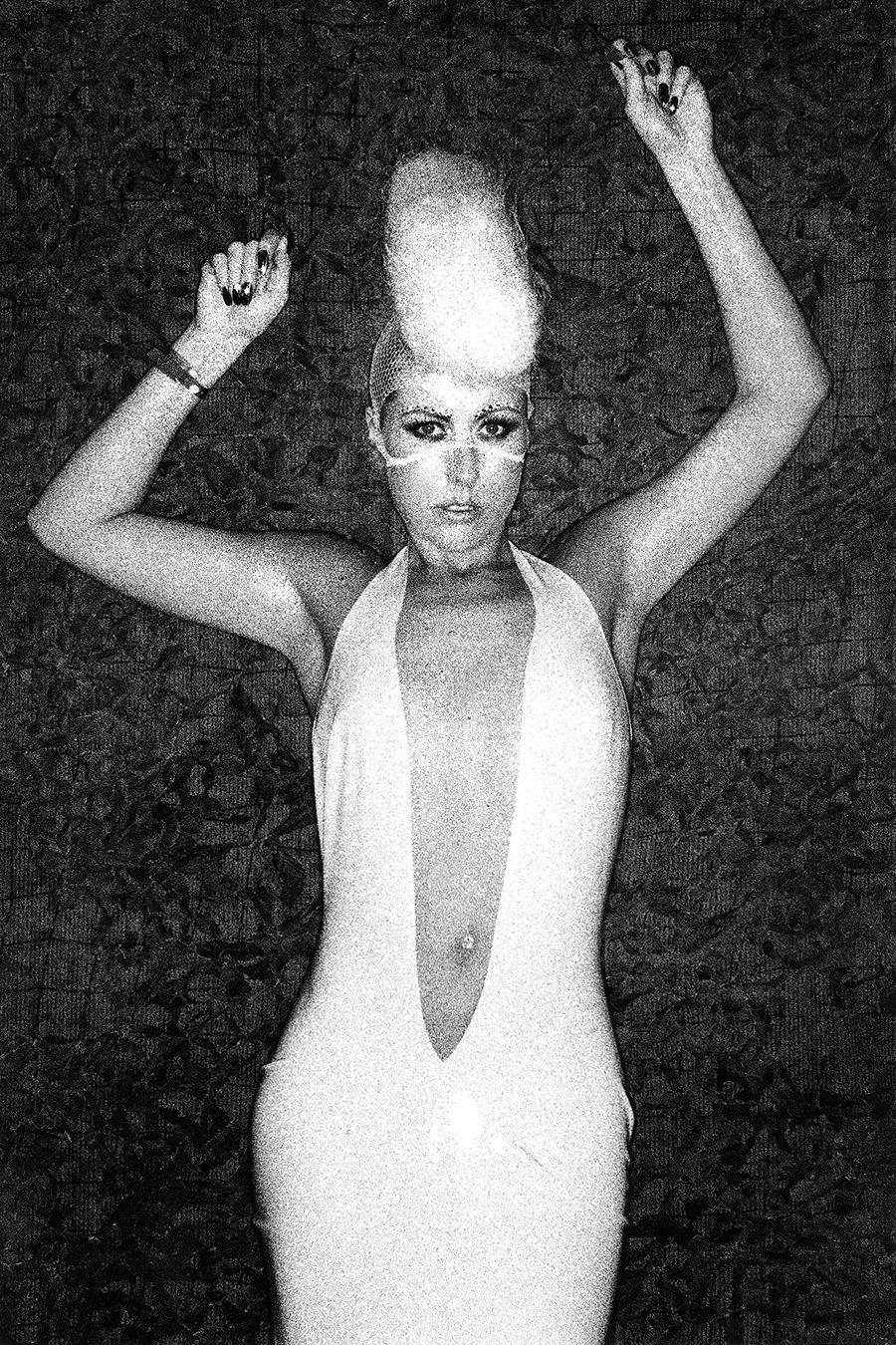 med-Tony_Ward_photography_documentary_wasteland_party_amsterdam_netherlands_fetish_bondage_fashion_erotica_kink_porn_lust_piercings_gay_straight_dance_music_fun_international_parties_transgender_Josslein_3-R