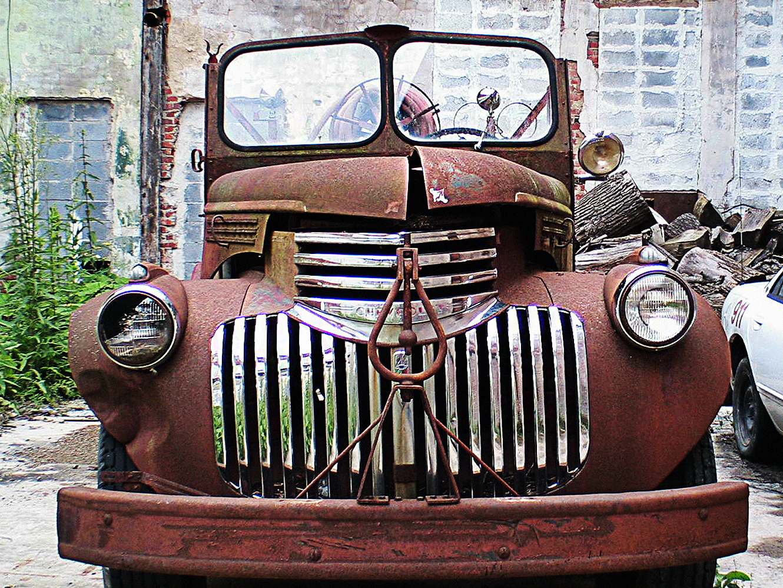 Chevrolet_truck_1940's_rust_grill_headlamps_junk_restore